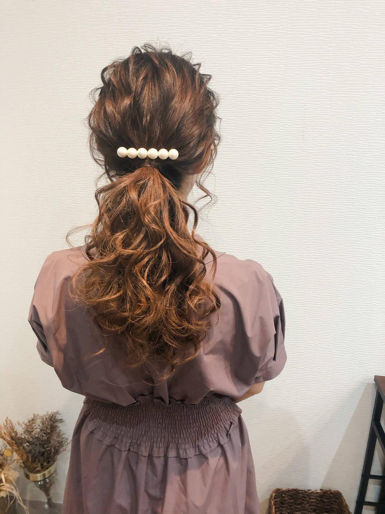 ヘアセット セミロング フェミニン ポニーテールアレンジヘアスタイルや髪型の写真・画像