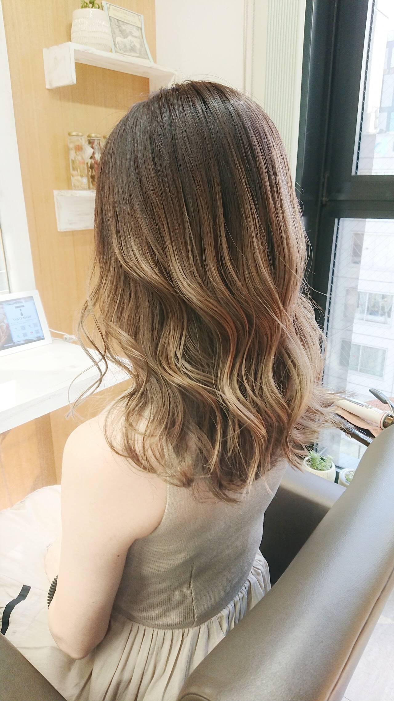 イルミナカラー 韓国風ヘアー エレガント TOKIOトリートメントヘアスタイルや髪型の写真・画像