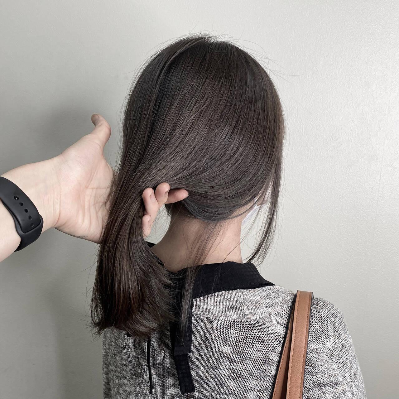 ブルーブラック ミディアム ネイビーブルー フェミニンヘアスタイルや髪型の写真・画像