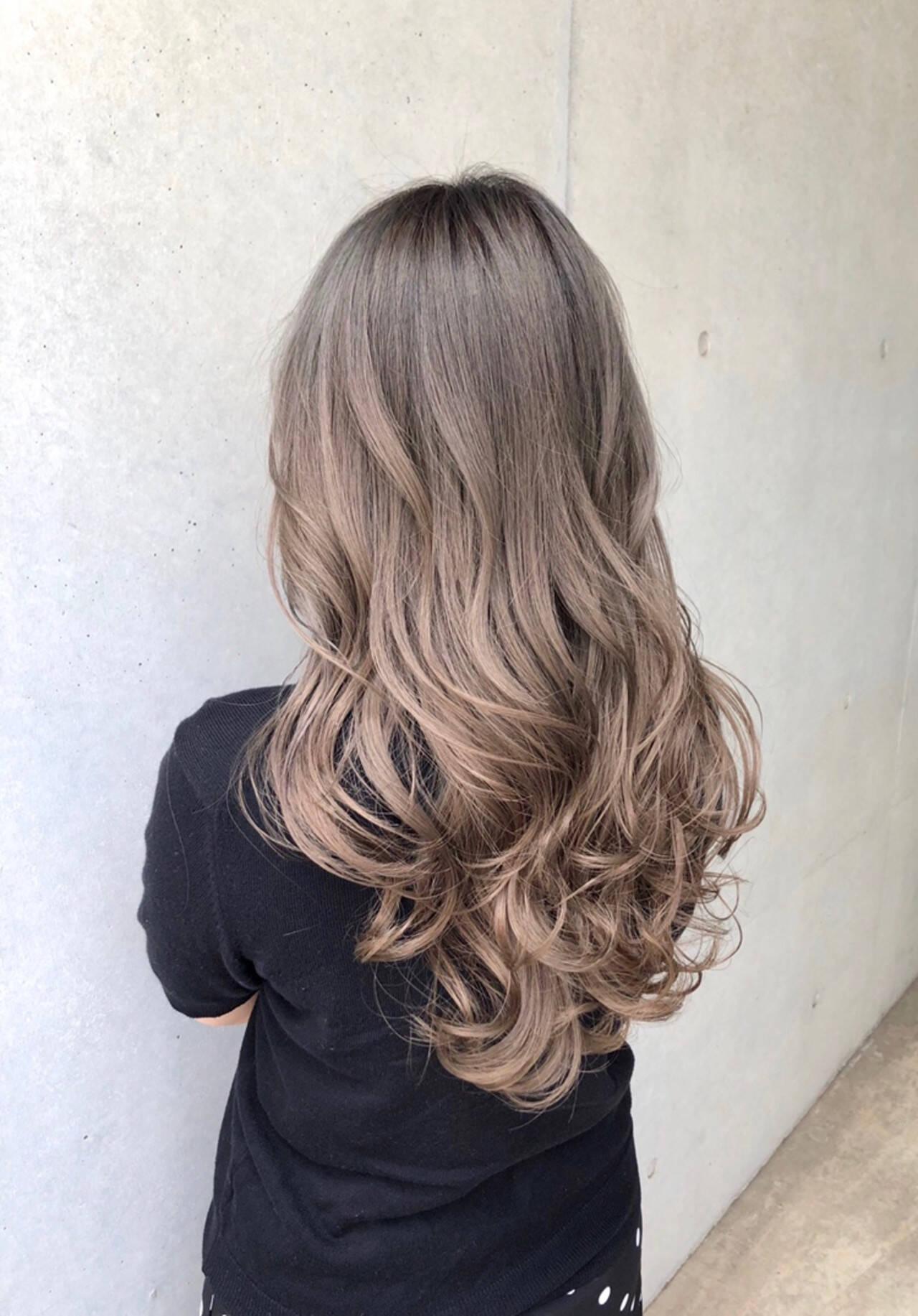 ロング ストリート グレージュ ハイライトヘアスタイルや髪型の写真・画像