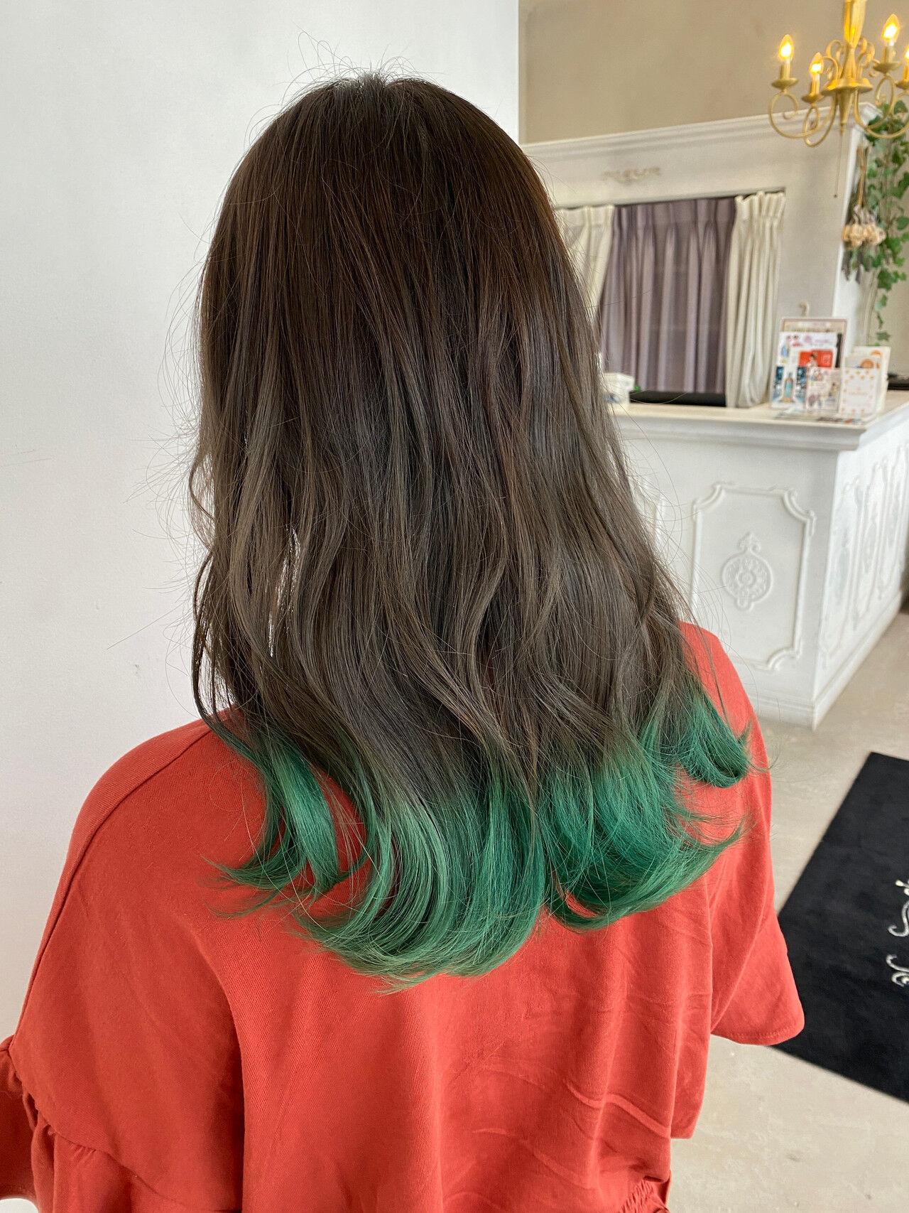 カーキアッシュ カーキ ガーリー 裾カラーヘアスタイルや髪型の写真・画像