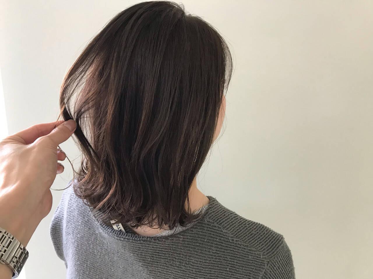 ミディアム アンニュイほつれヘア デート オフィスヘアスタイルや髪型の写真・画像
