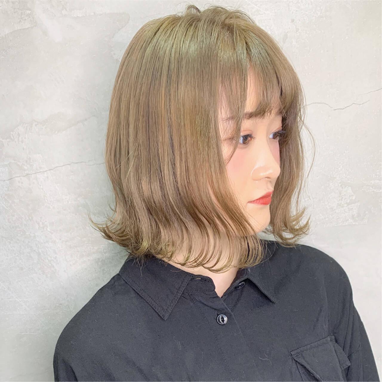 ストリート デート ミディアム ミルクティーグレージュヘアスタイルや髪型の写真・画像