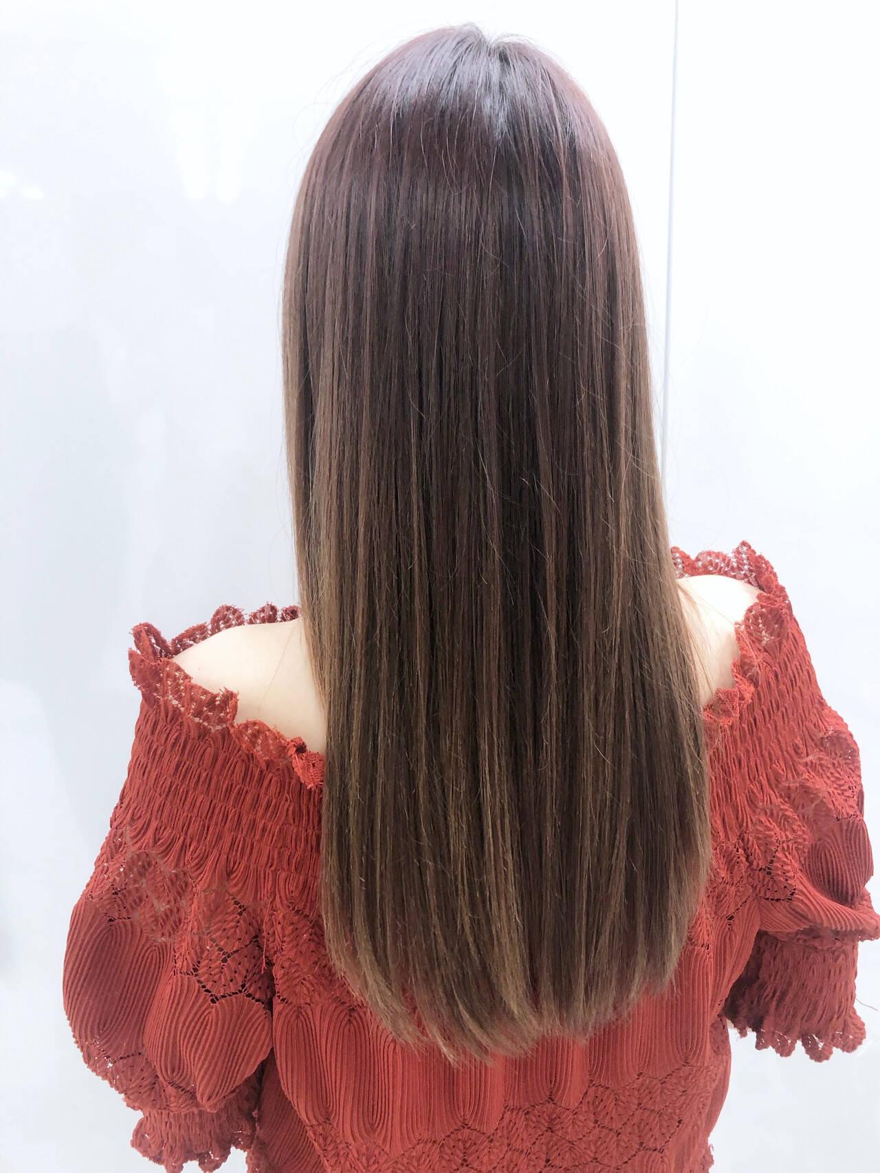 ロング 縮毛矯正 シアーベージュ ナチュラルヘアスタイルや髪型の写真・画像