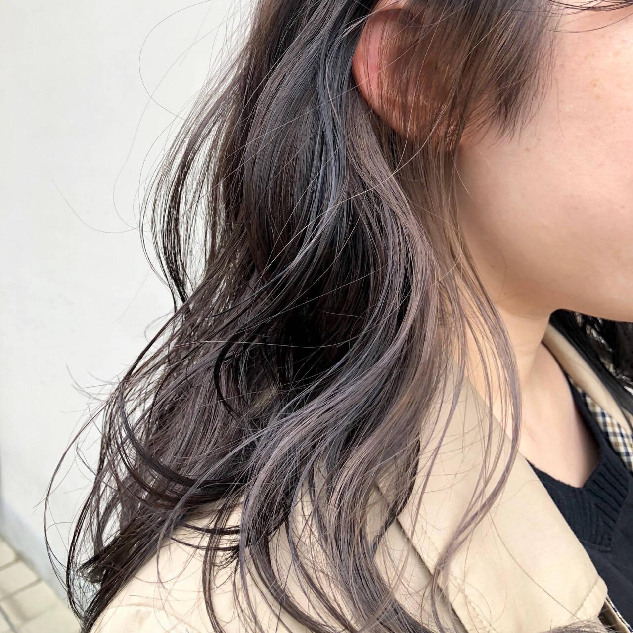 グレー グレージュ インナーカラー セミロングヘアスタイルや髪型の写真・画像
