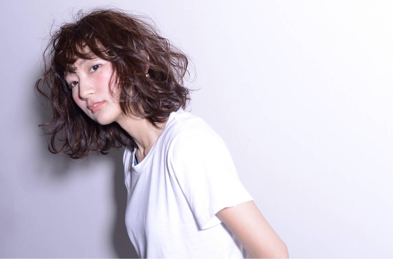 ウェットヘア ミディアム 前髪あり モードヘアスタイルや髪型の写真・画像