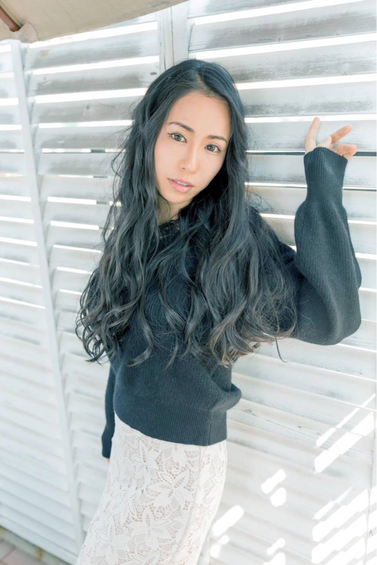 リラックス パーマ ゆるふわ ウェーブヘアスタイルや髪型の写真・画像
