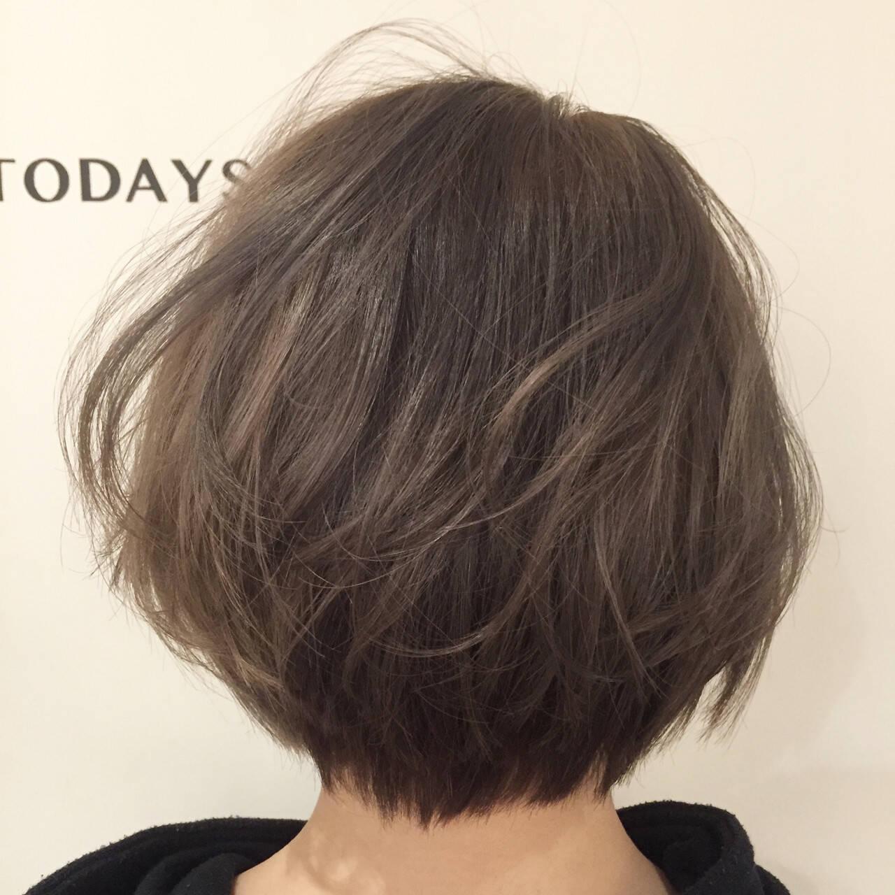 アッシュベージュ ブリーチ ストリート ショートヘアスタイルや髪型の写真・画像