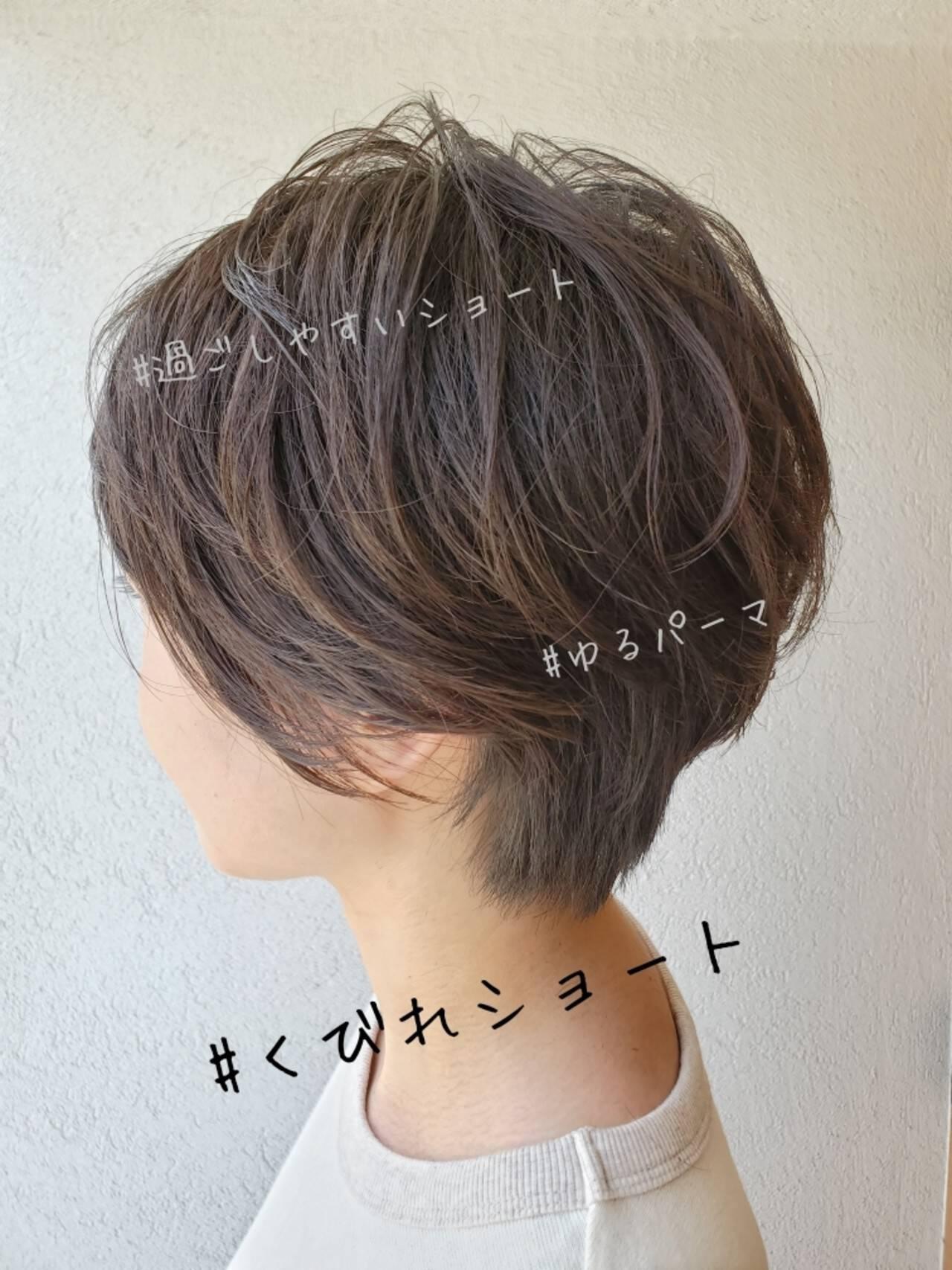 ショートボブ オフィス パーマ ナチュラルヘアスタイルや髪型の写真・画像