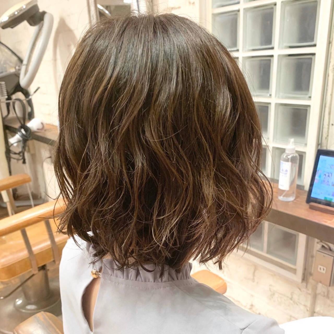 簡単スタイリング ボブ コテ巻き風パーマ ナチュラルヘアスタイルや髪型の写真・画像