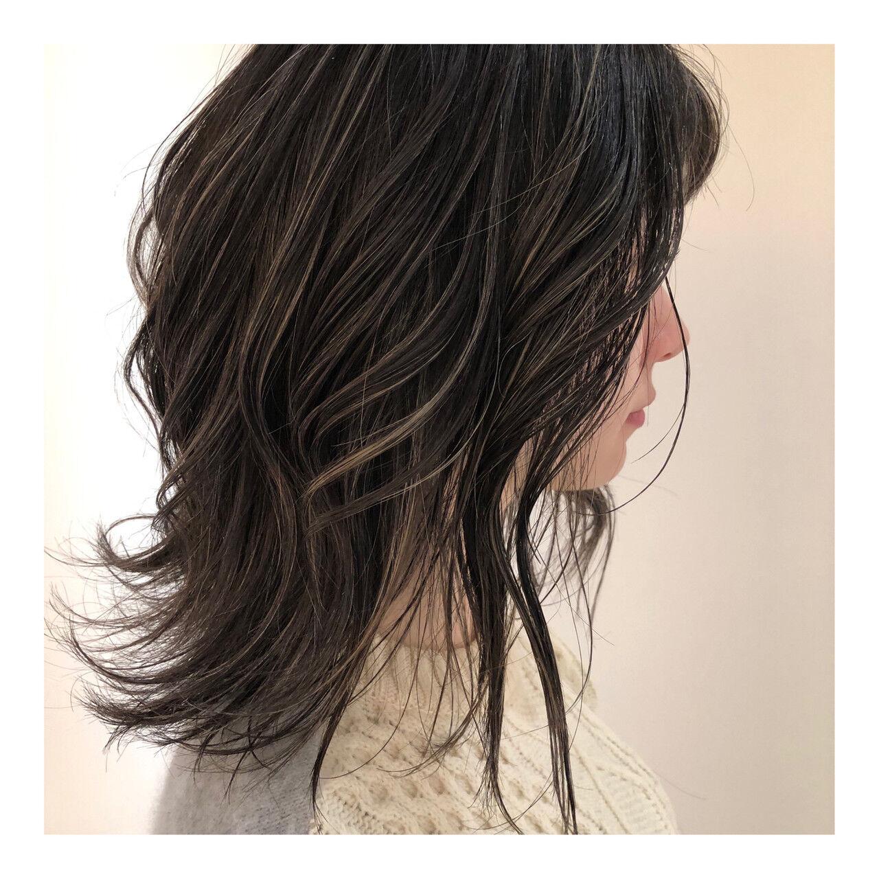 抜け感 グレージュ ミディアム 3Dハイライトヘアスタイルや髪型の写真・画像