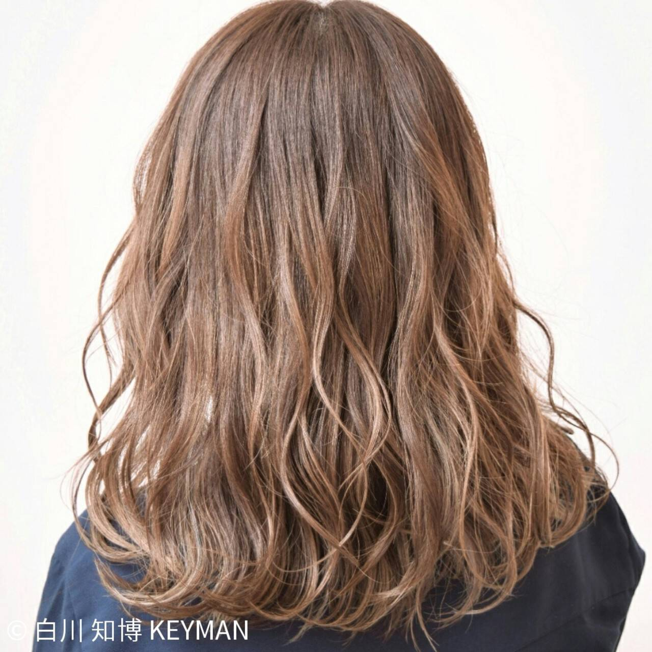 セミロング インナーカラー ヘアアレンジ ストリートヘアスタイルや髪型の写真・画像