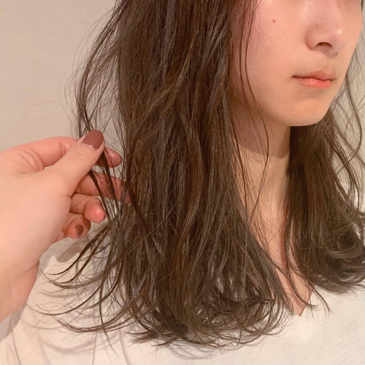 ハイライト ベージュ ナチュラル ミルクティーベージュヘアスタイルや髪型の写真・画像