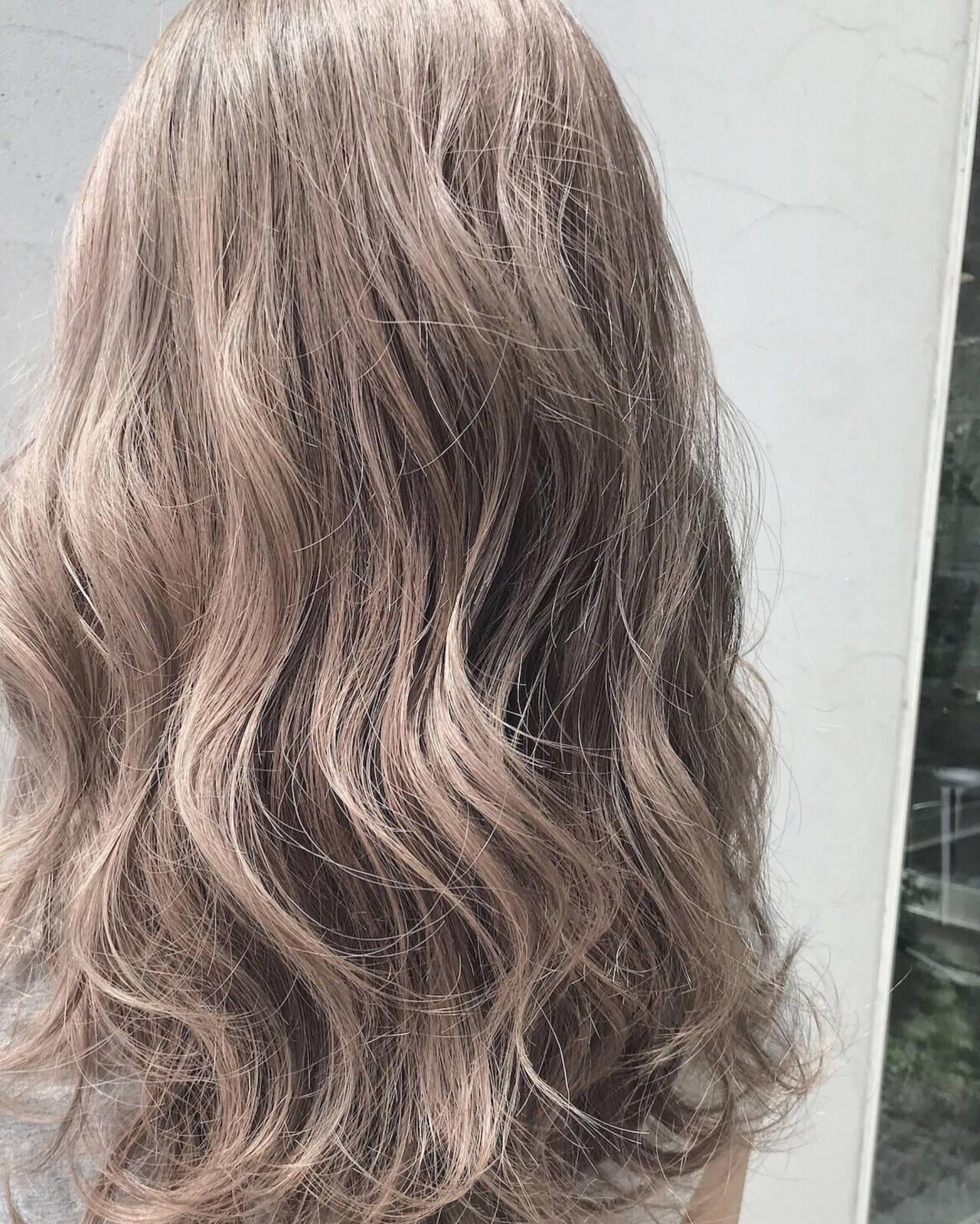 ロング ハイトーンカラー ベージュ ストリートヘアスタイルや髪型の写真・画像