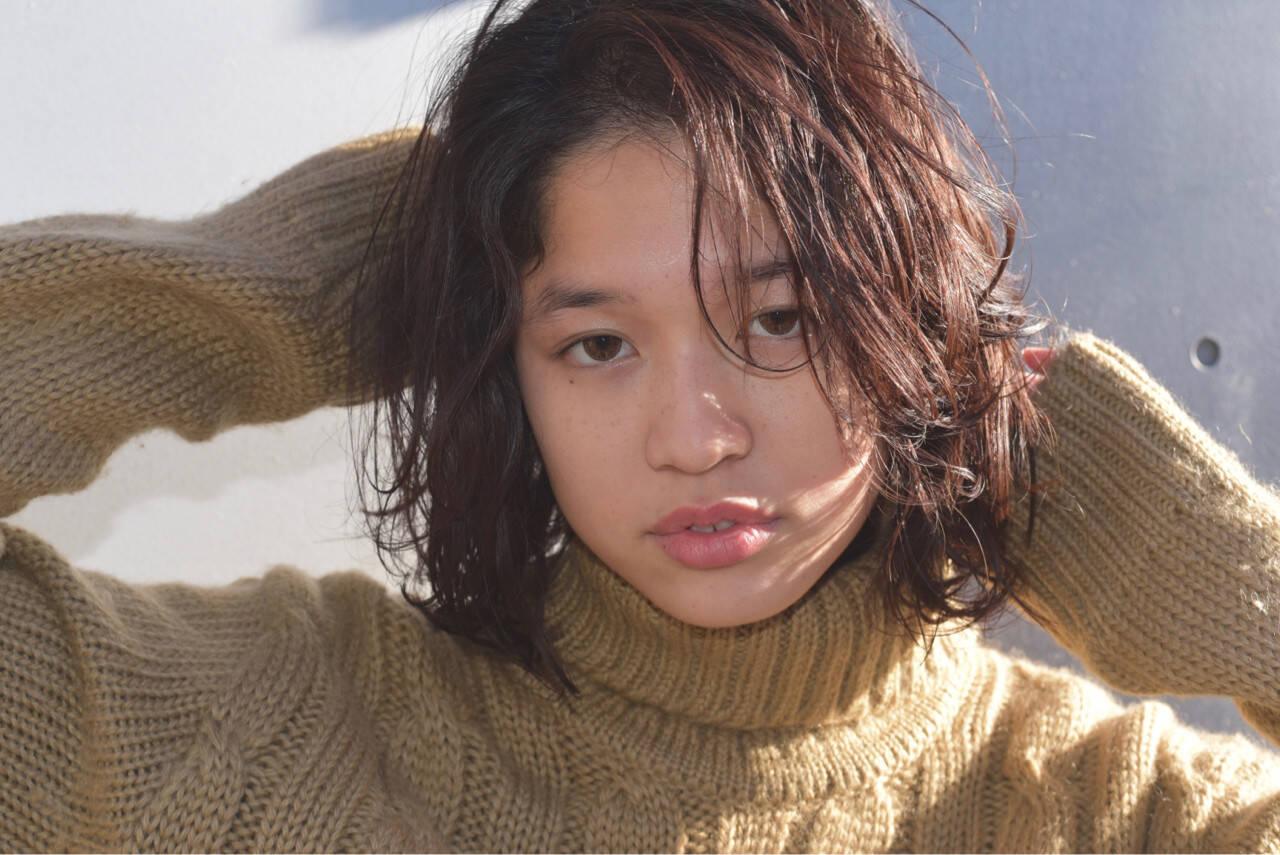 大人女子 黒髪 ニュアンス センターパートヘアスタイルや髪型の写真・画像