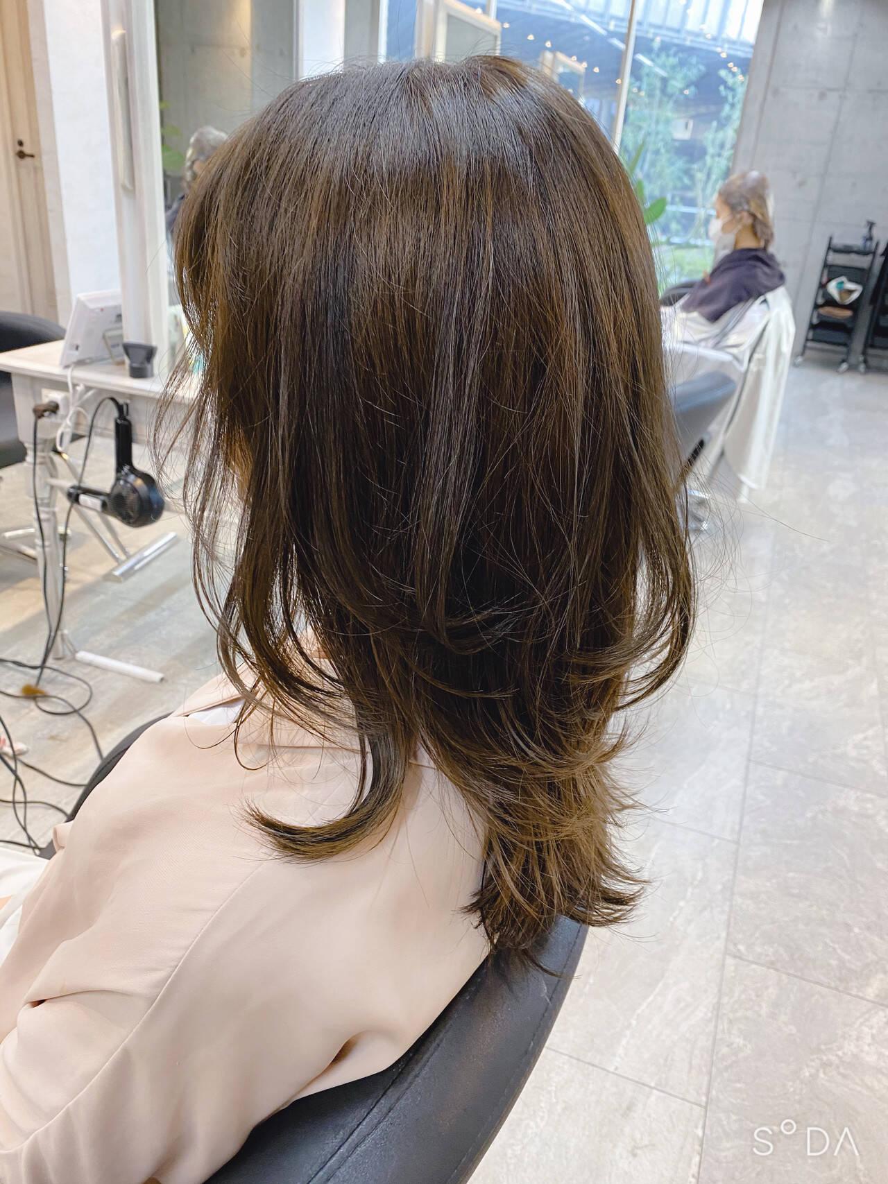 レイヤースタイル ロング 大人かわいい ナチュラルヘアスタイルや髪型の写真・画像