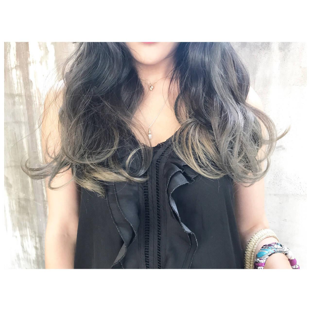 セミロング ベージュ ブルーアッシュ グラデーションカラーヘアスタイルや髪型の写真・画像