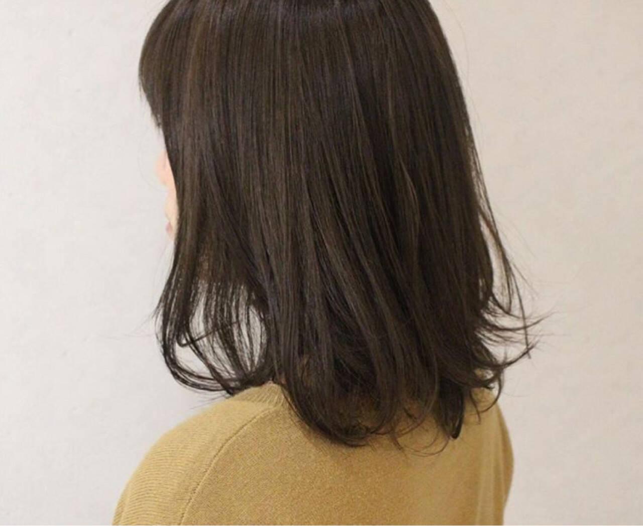 グレージュ ハイライト ナチュラル ミディアムヘアスタイルや髪型の写真・画像
