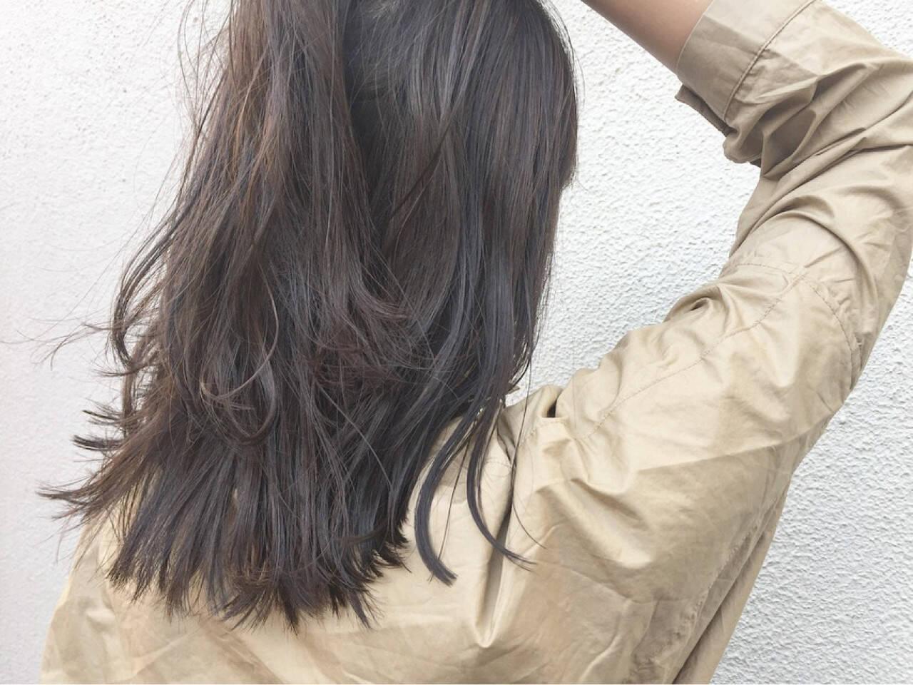 グレージュ ミディアム ハイライト アンニュイヘアスタイルや髪型の写真・画像