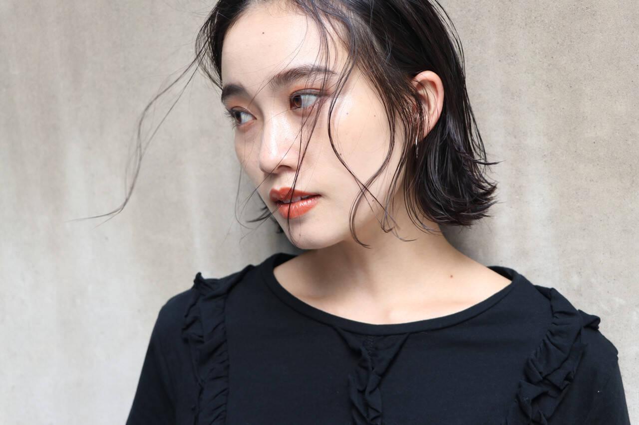 ゆるナチュラル 切りっぱなしボブ 濡れ髪スタイル 暗髪ヘアスタイルや髪型の写真・画像