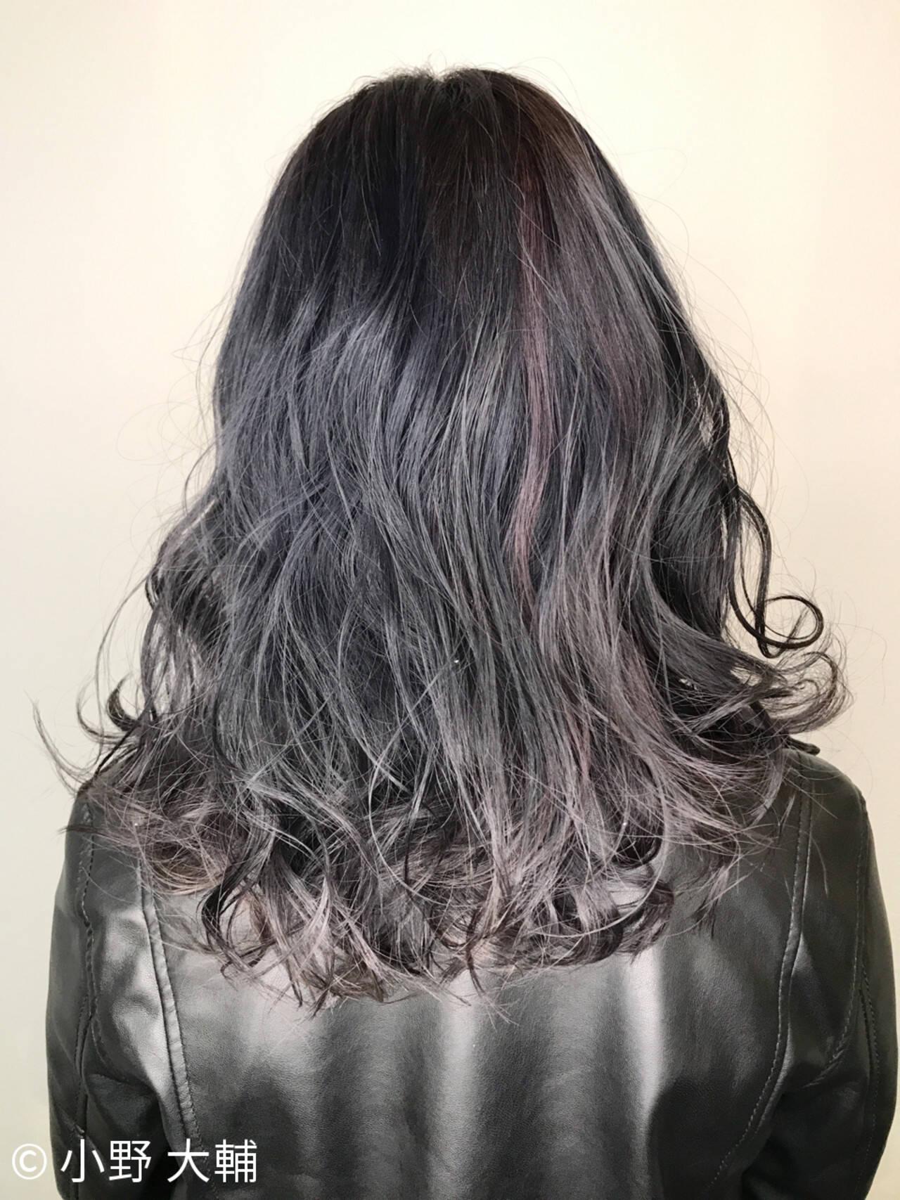 ミディアム ナチュラル ハイライト アッシュヘアスタイルや髪型の写真・画像