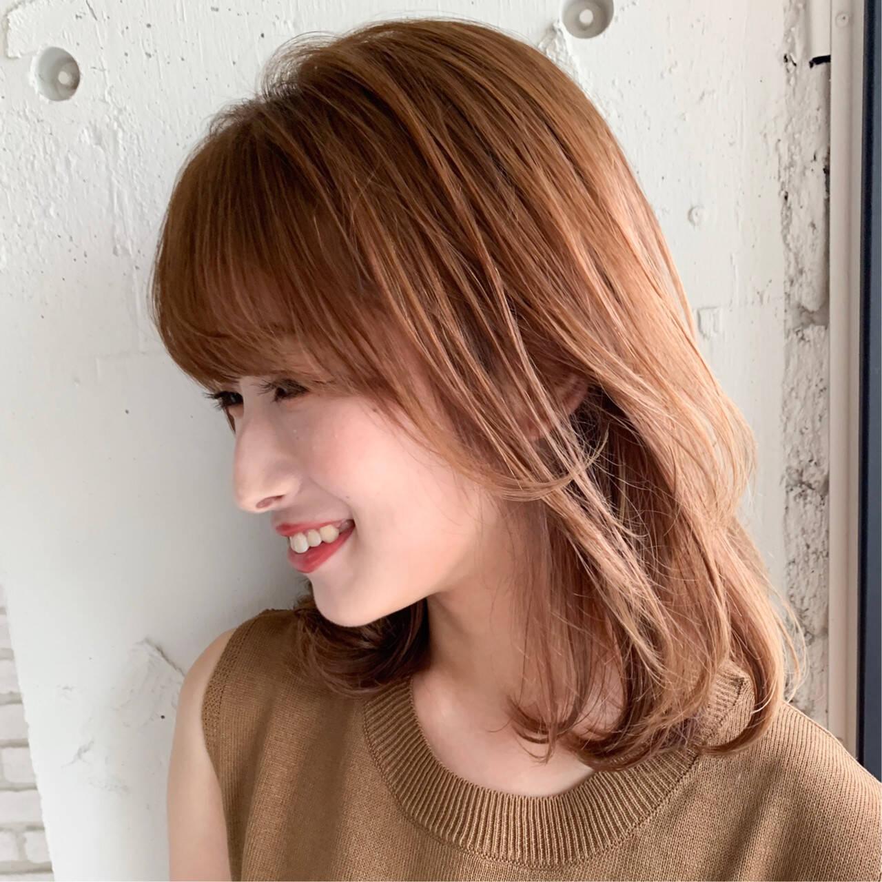 ミディアム シースルーバング 前髪あり レイヤーヘアスタイルや髪型の写真・画像