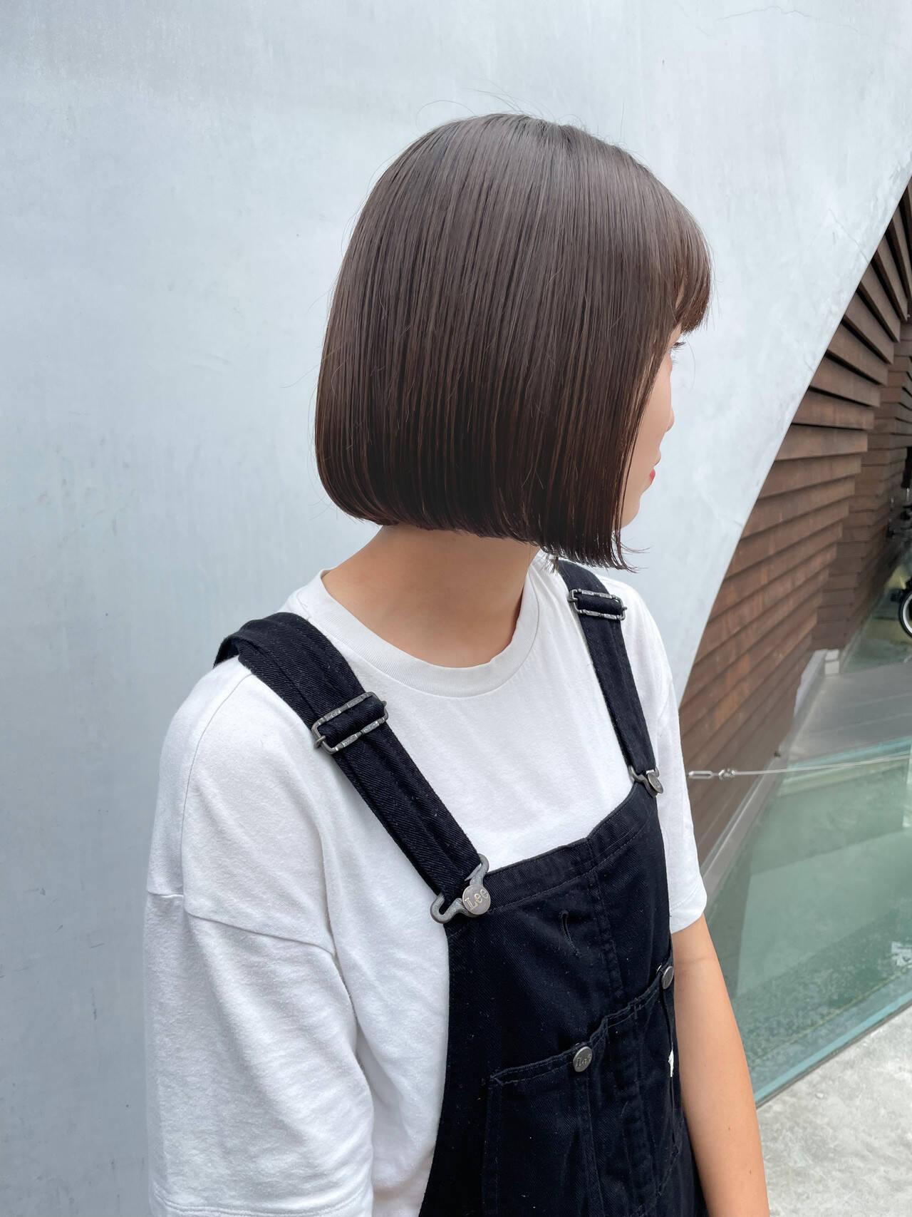 ミニボブ ナチュラル ショートヘア 切りっぱなしボブヘアスタイルや髪型の写真・画像