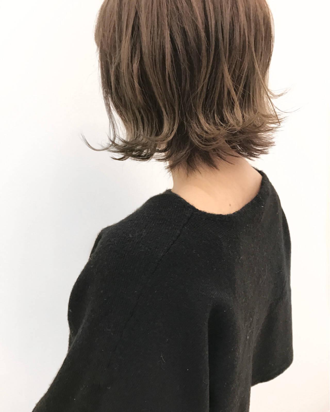 外ハネ ボブ アッシュグレージュ ストリートヘアスタイルや髪型の写真・画像