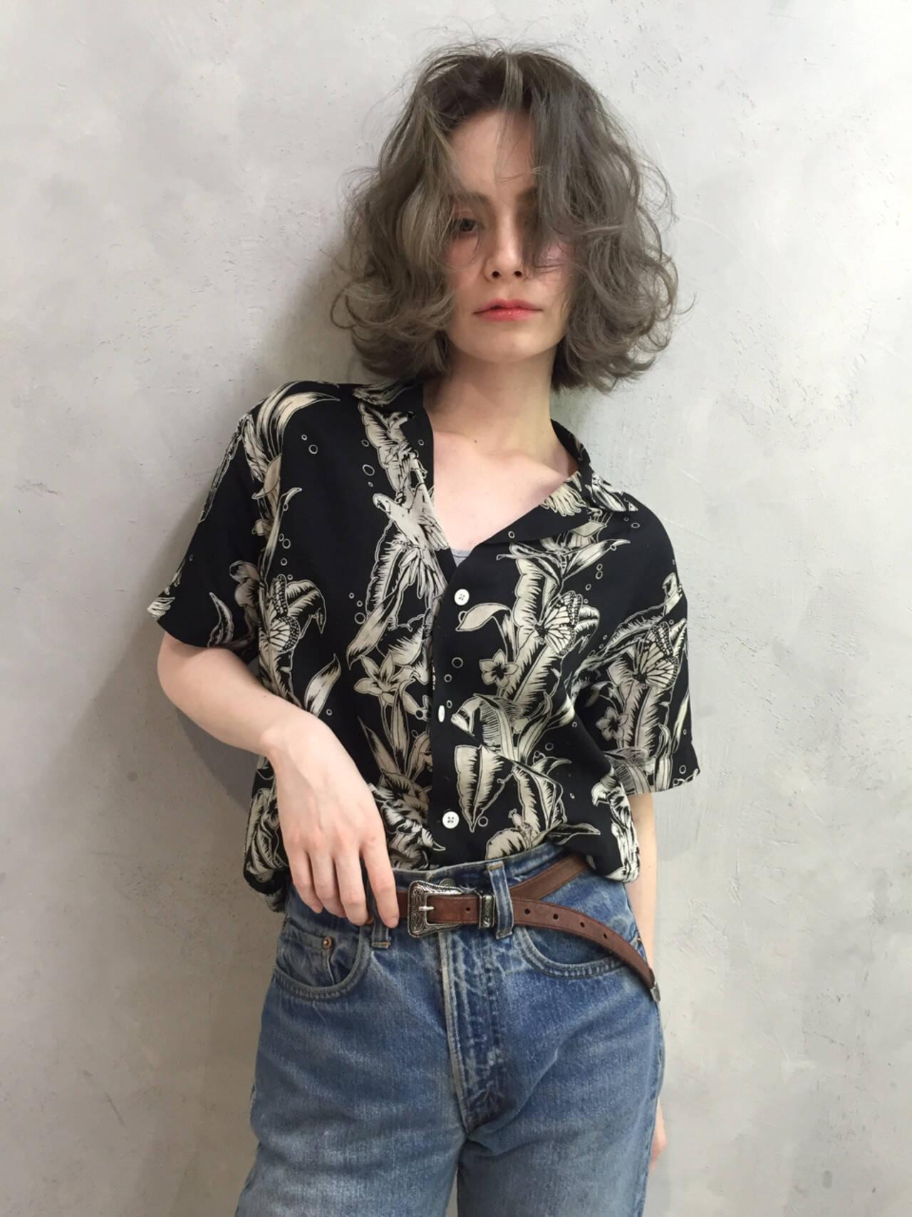 ストリート 外国人風カラー アンニュイ グレージュヘアスタイルや髪型の写真・画像