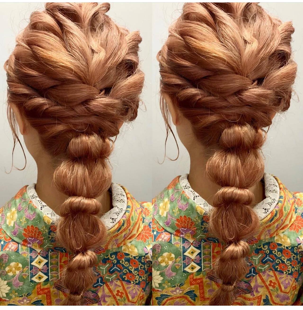 フェミニン ゴールドピン ハイライト セミロングヘアスタイルや髪型の写真・画像