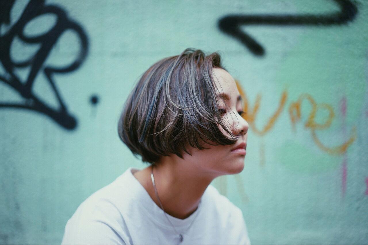 ショート ストリート ハイライト ダブルカラーヘアスタイルや髪型の写真・画像