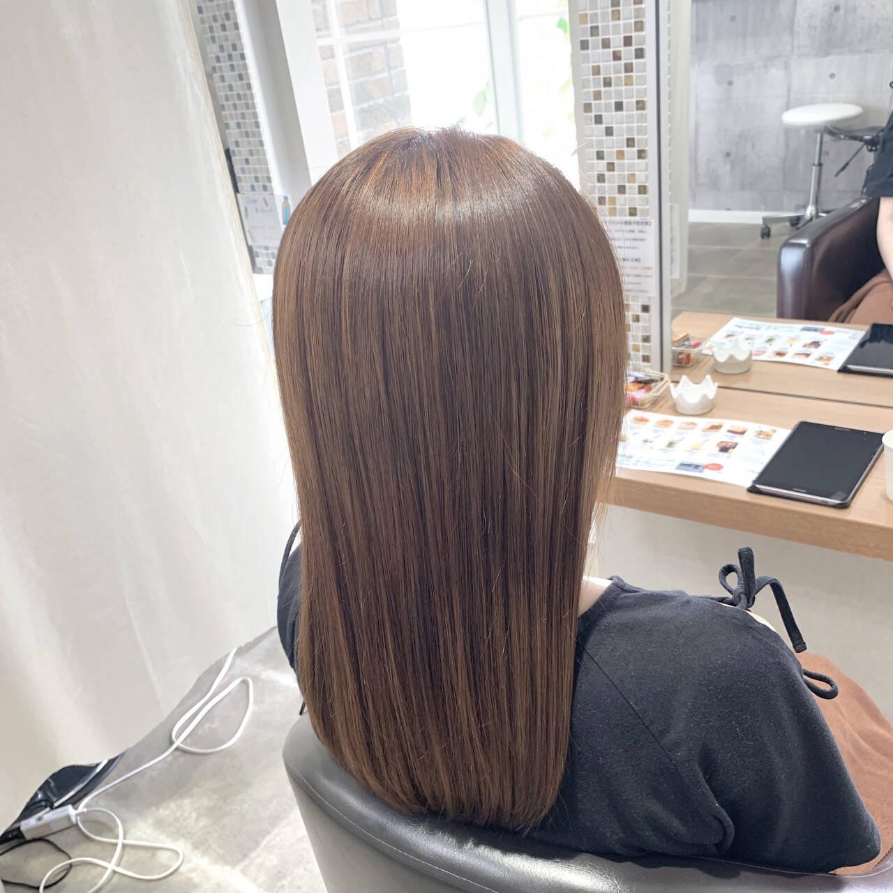 フェミニン ハイトーンカラー 艶髪 ロングヘアスタイルや髪型の写真・画像