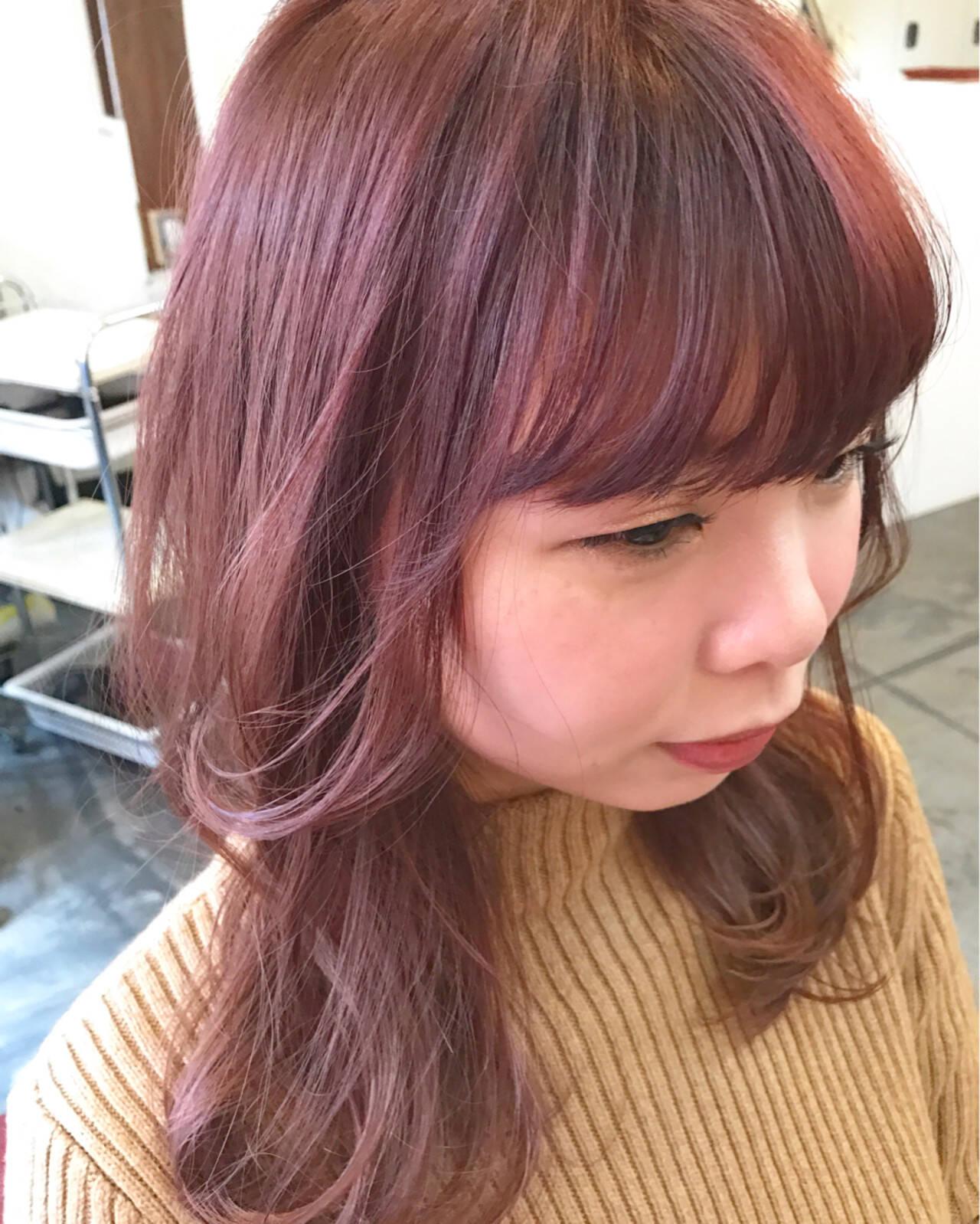フリンジバング ミルクティー ラベンダーピンク レッドヘアスタイルや髪型の写真・画像