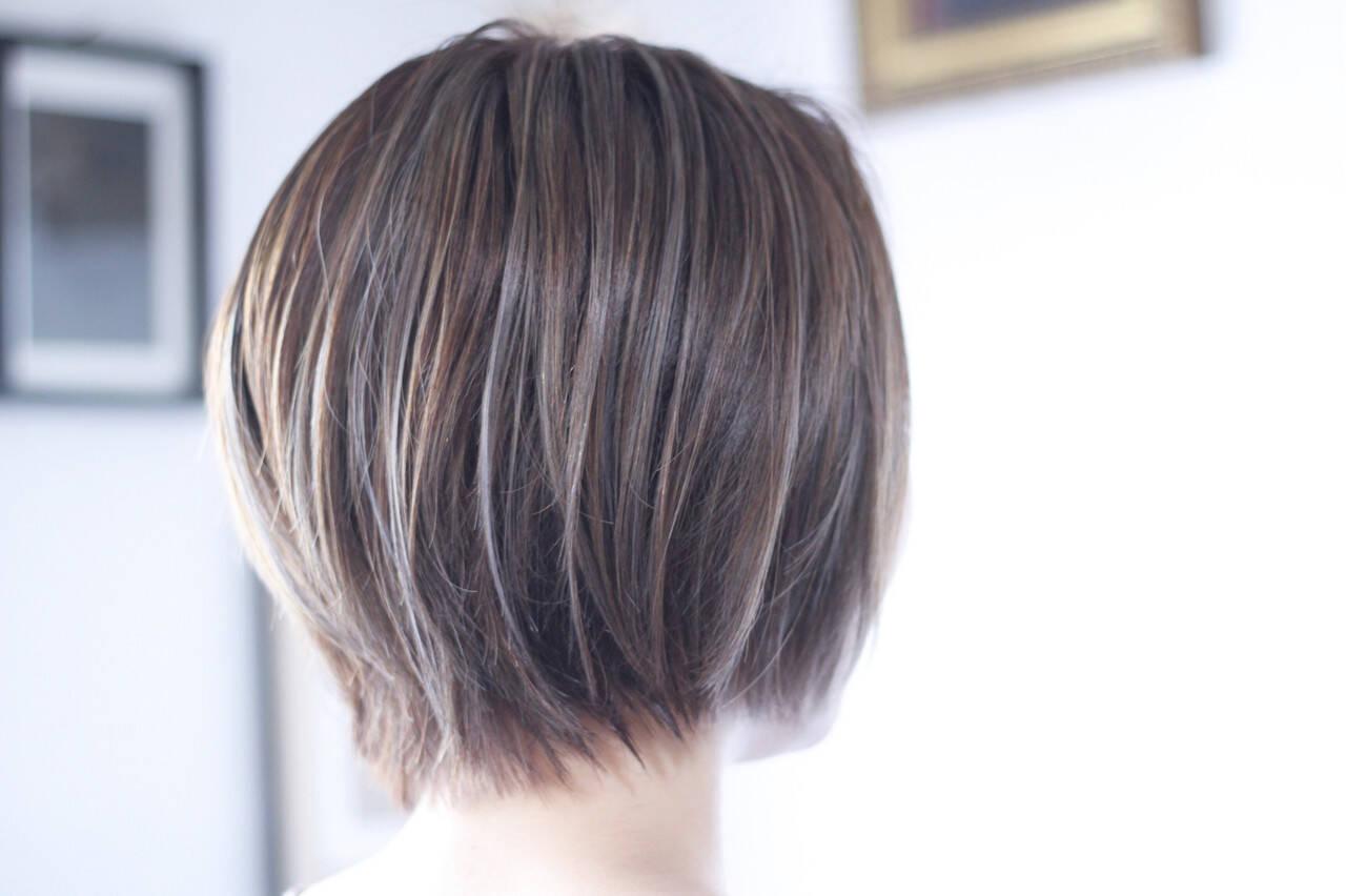 大人ハイライト 極細ハイライト ミルクティーグレージュ ナチュラルヘアスタイルや髪型の写真・画像