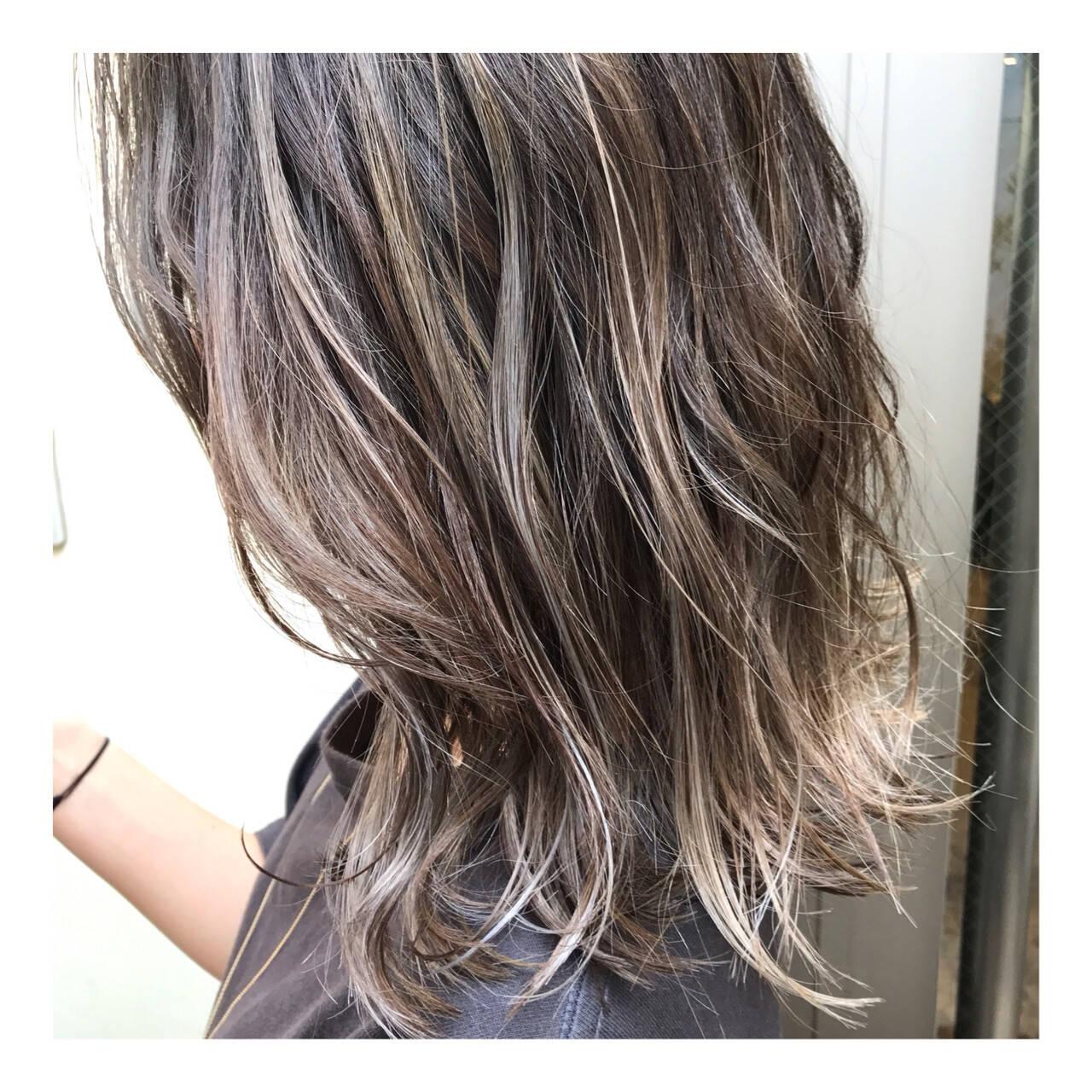 ハイトーンカラー ミディアム ハイライト バレイヤージュヘアスタイルや髪型の写真・画像