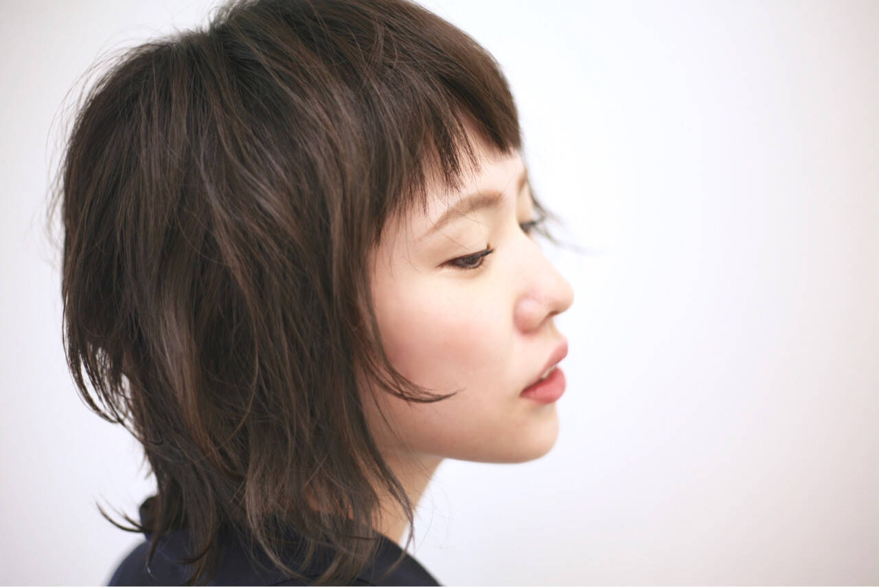 ミディアム レイヤーカット ゆるふわ モードヘアスタイルや髪型の写真・画像
