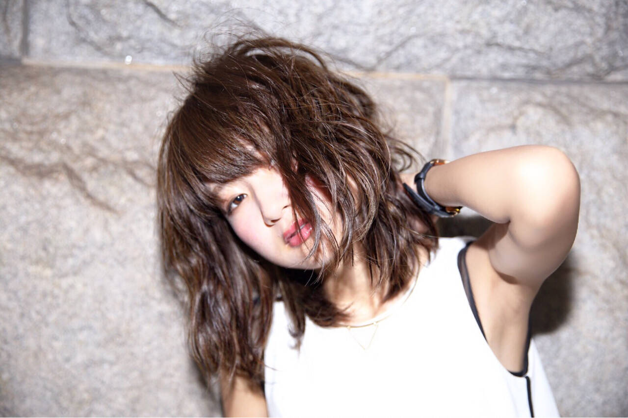 アッシュ くせ毛風 モード 暗髪ヘアスタイルや髪型の写真・画像