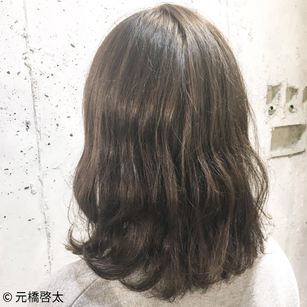 ナチュラル ミディアム 外国人風 くせ毛風ヘアスタイルや髪型の写真・画像