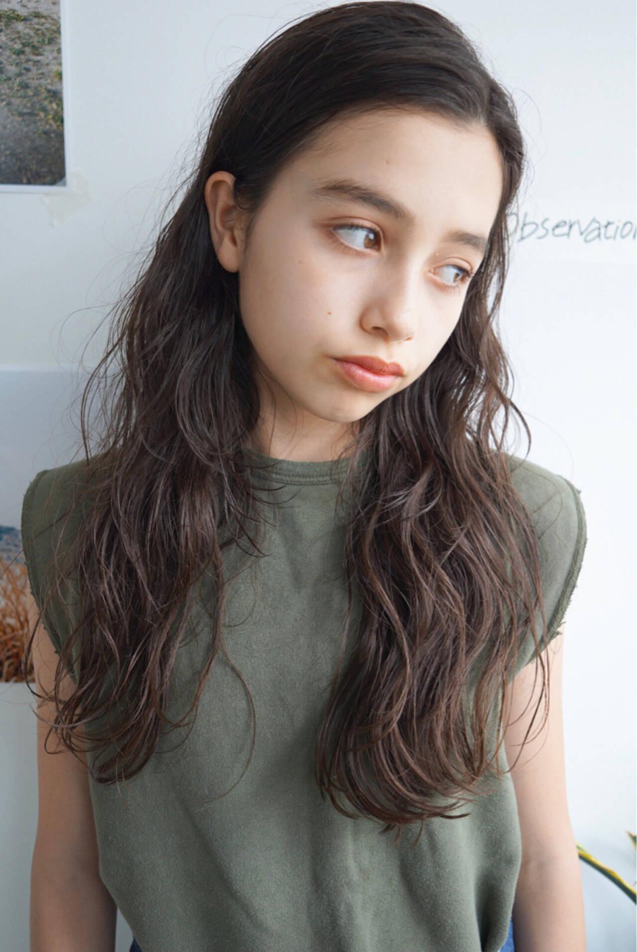 ロング 外国人風 センターパート パーマヘアスタイルや髪型の写真・画像