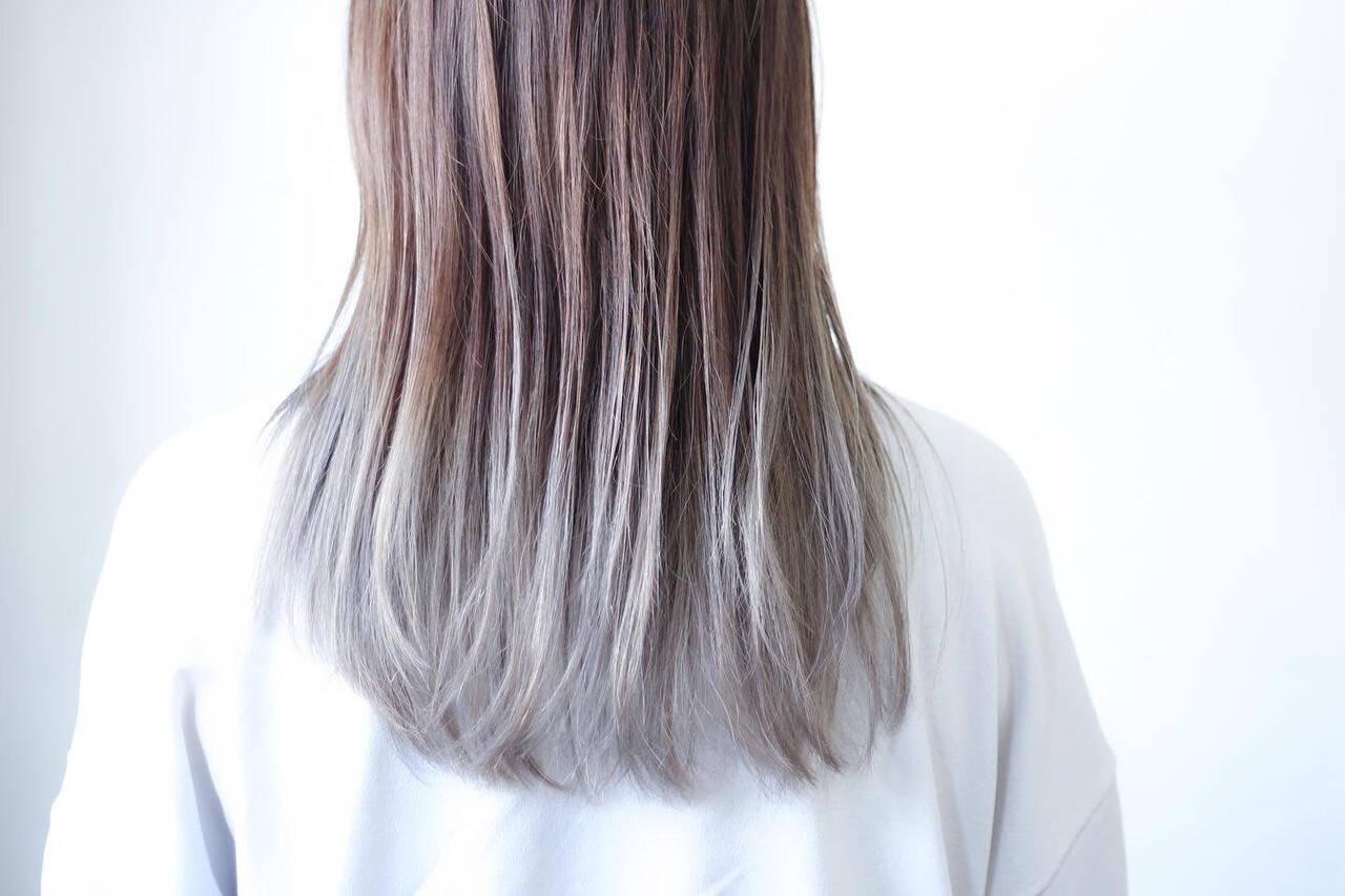 ホワイトシルバー シルバーグレージュ シルバー シルバーグレイヘアスタイルや髪型の写真・画像