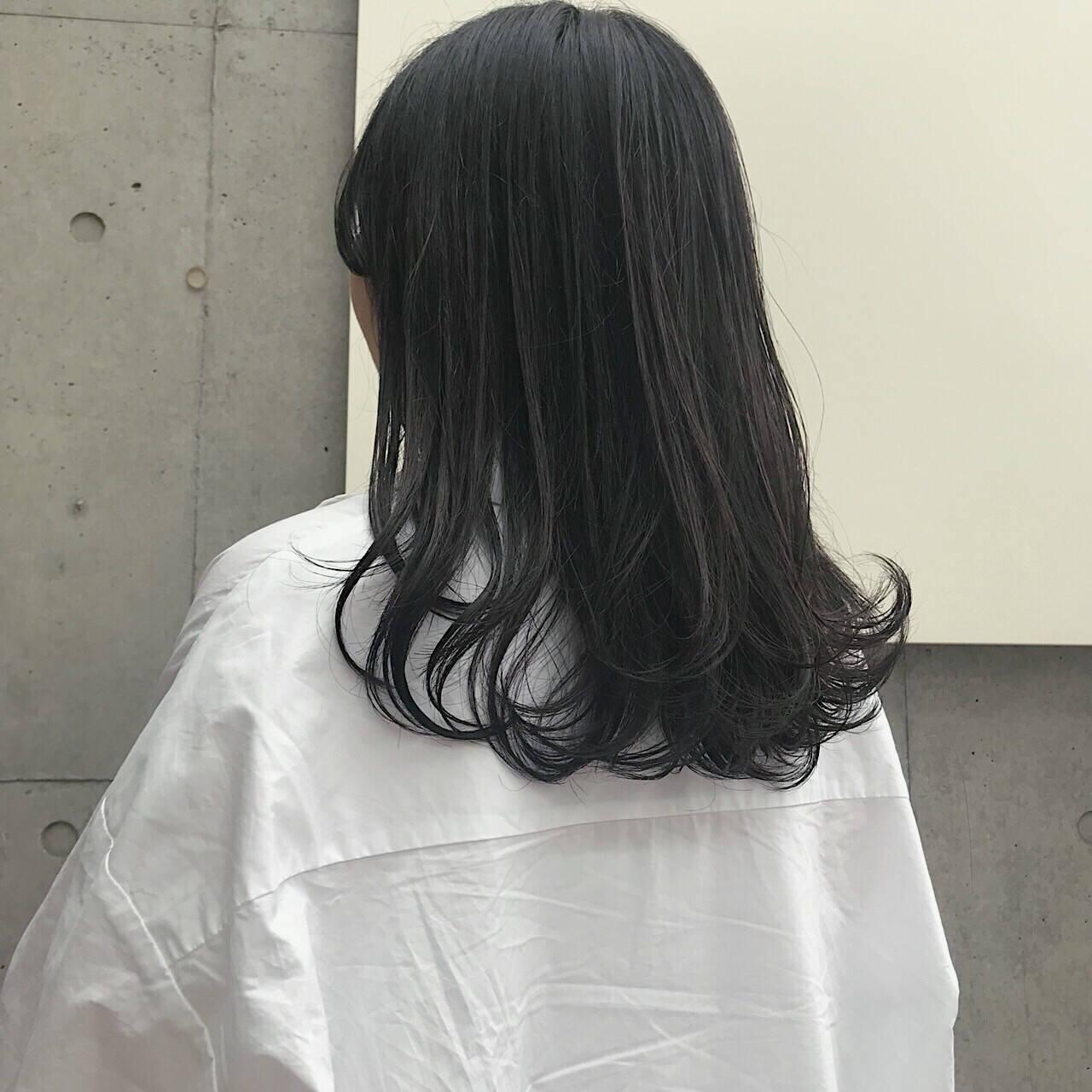 セミロング スモーキーアッシュベージュ アッシュベージュ グレージュヘアスタイルや髪型の写真・画像