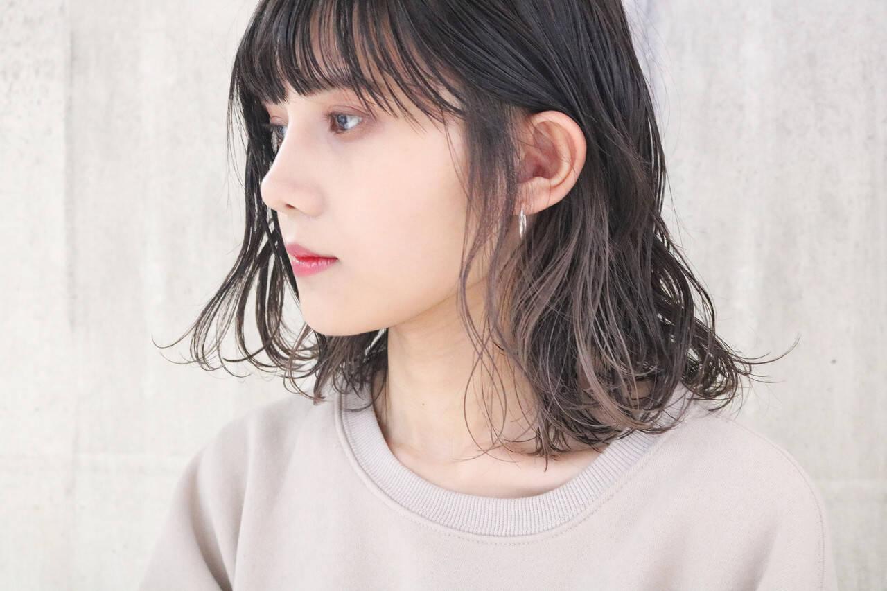 外国人風 ミディアム ミルクティーグレージュ インナーカラーヘアスタイルや髪型の写真・画像