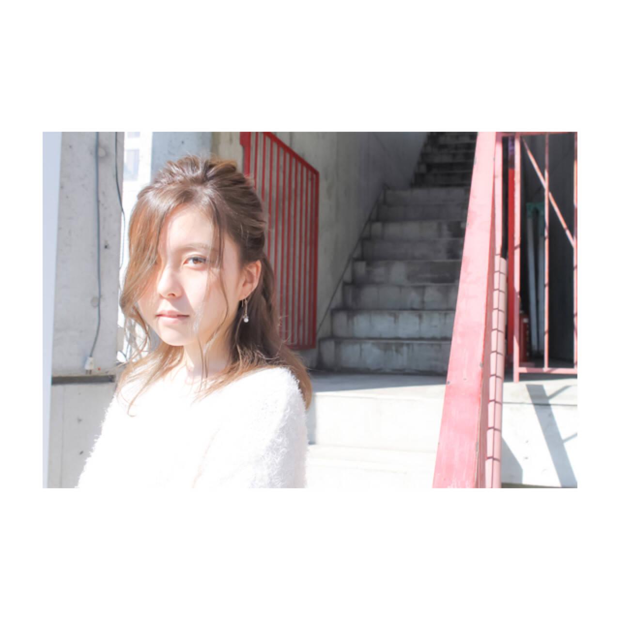 フェミニン 簡単ヘアアレンジ ウェーブ デートヘアスタイルや髪型の写真・画像