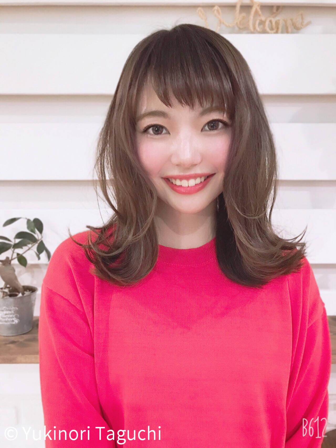 外ハネ 斜め前髪 オフィス 透明感カラーヘアスタイルや髪型の写真・画像
