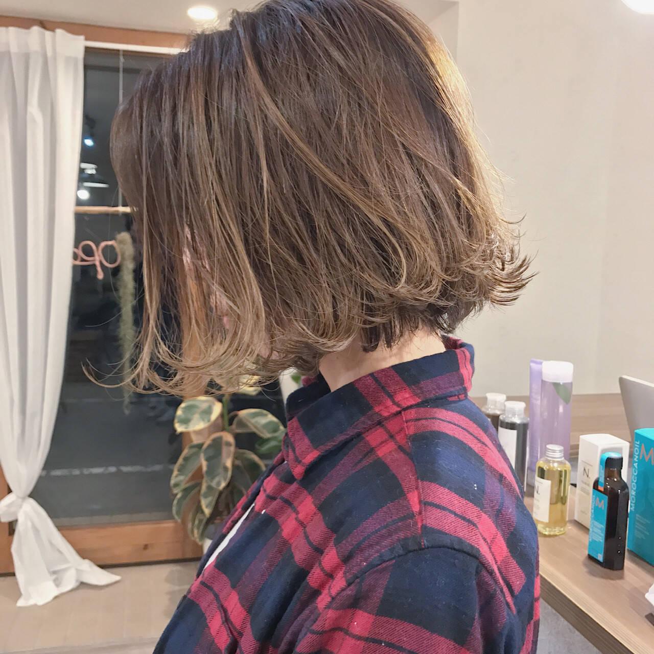 ボブ 切りっぱなし 謝恩会 アンニュイヘアスタイルや髪型の写真・画像