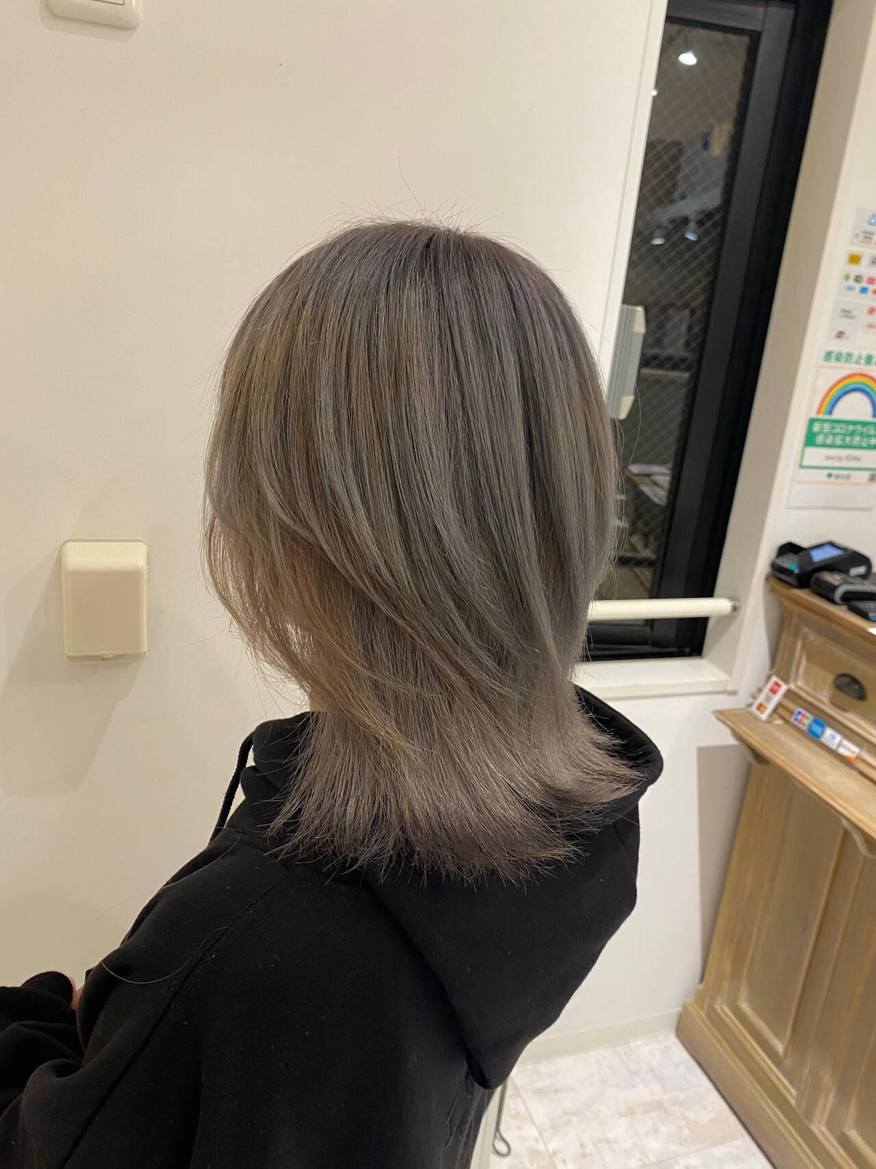 透明感カラー ミディアム モード グレージュヘアスタイルや髪型の写真・画像