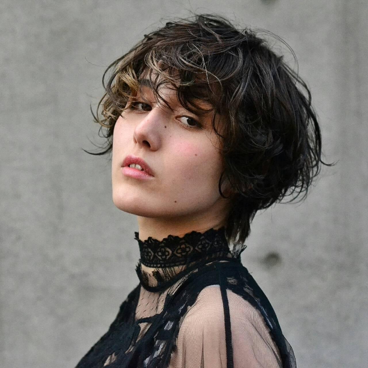 外国人風 ショート ハイライト モードヘアスタイルや髪型の写真・画像