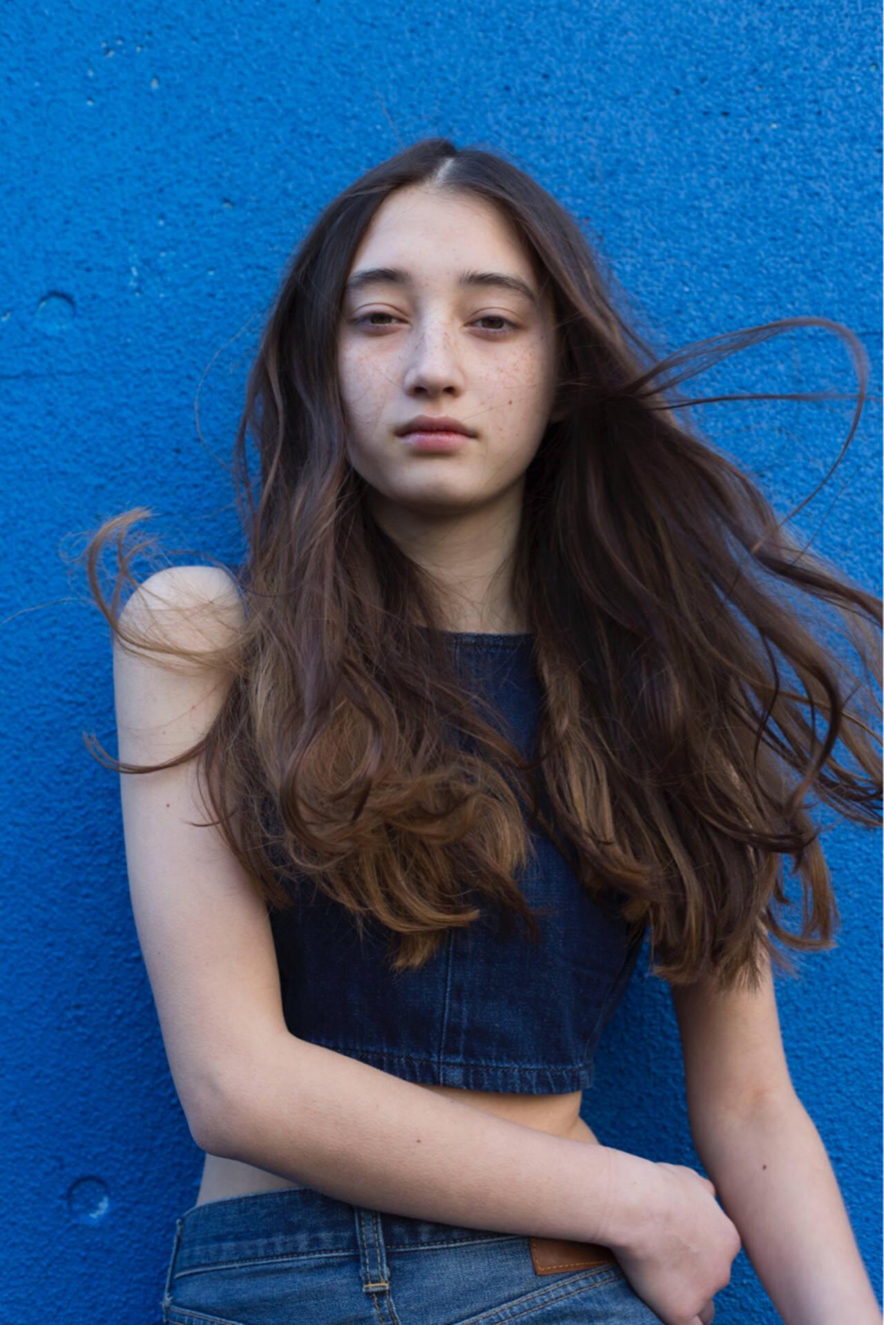 ストリート ロング ゆるふわ ウェーブヘアスタイルや髪型の写真・画像