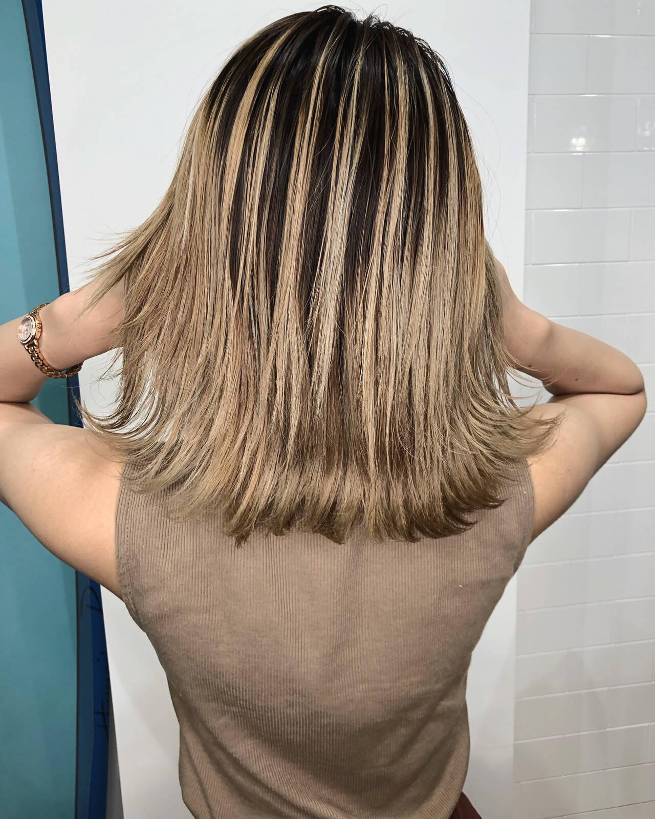外国人風カラー ナチュラル ハイライト ミルクティーベージュヘアスタイルや髪型の写真・画像