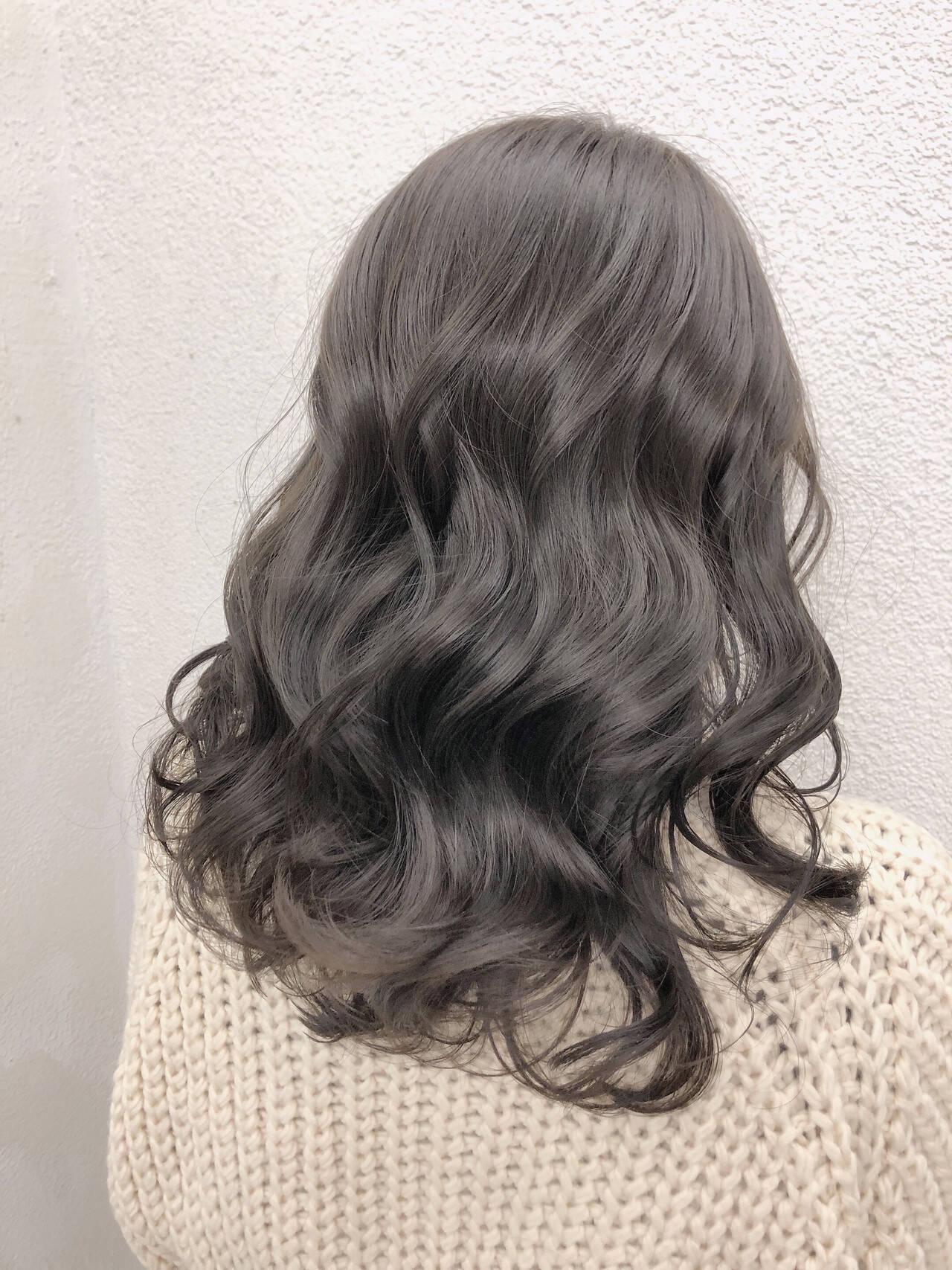 グレージュ ブリーチなし 透明感カラー イルミナカラーヘアスタイルや髪型の写真・画像